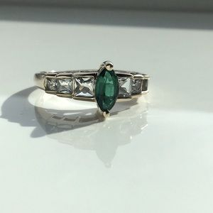 💚Green Emerald Ring in Solid Tested 10k Gold💚
